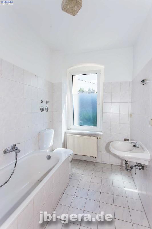 Bad mit Wanne und Dusche 1OG