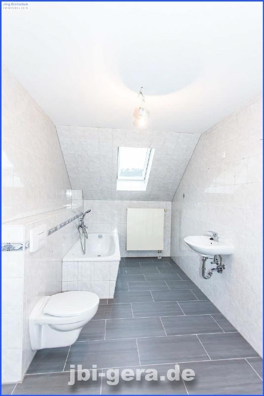 Nr 34 WE 7 Bad mit Wanne und Fenster