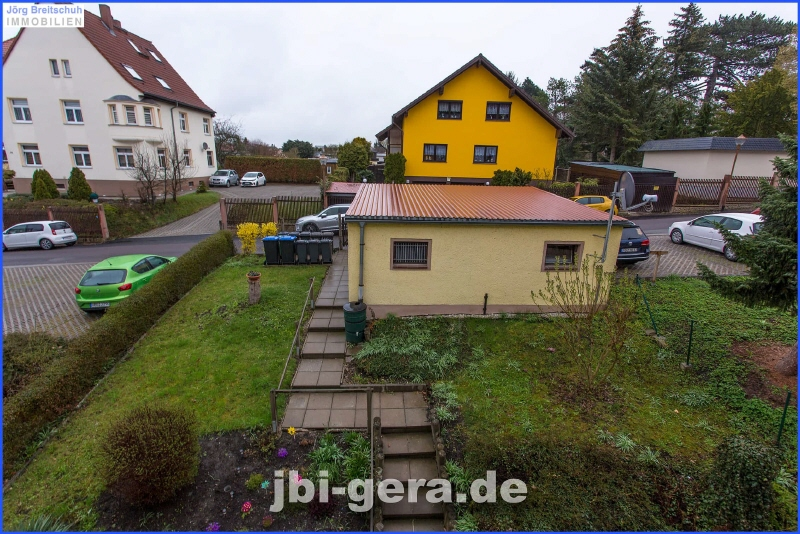 Ansicht Grundstück mit Garagen